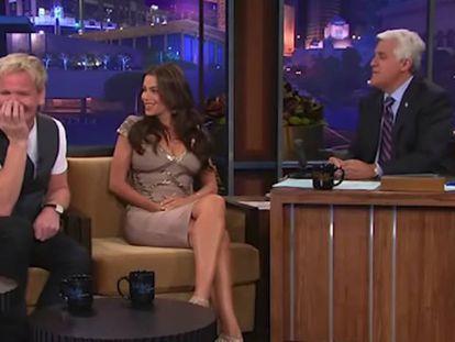 Fotograma de 'The Tonight show with Jay Leno' en el que Sofía Vergara y Gordon Ramsay aparecen como invitados, en 2010.