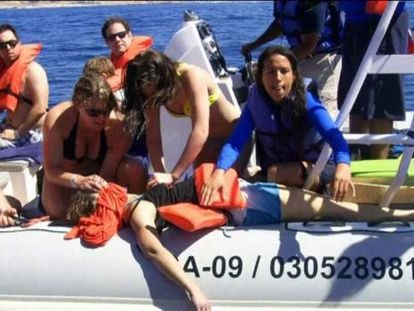 Muere una turista al chocar una ballena contra su lancha