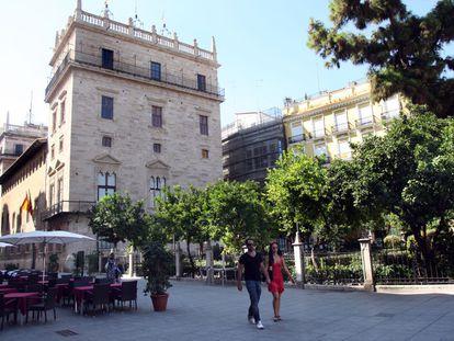 Vista general del Palau de la Generalitat y sus jardines.