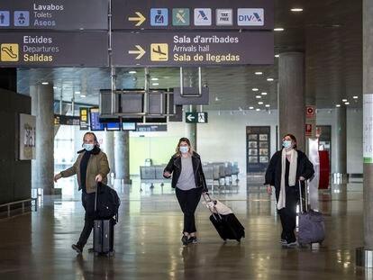 Llegada de viajeros al aeropuerto de Valencia, el 23 de marzo.