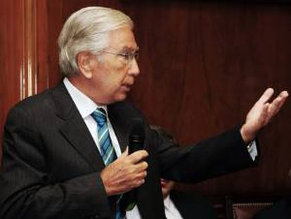 Fotografía cedida por Presidencia de Uruguay del contador Julio Porteiro hablando tras asumir como nuevo presidente del estatal Banco de la República Oriental del Uruguay (BROU), el más grande del país en Montevideo (Uruguay).