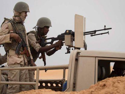 Soldados mauritanos en un puesto de mando del grupo de trabajo G5 del Sahel, el pasado noviembre.