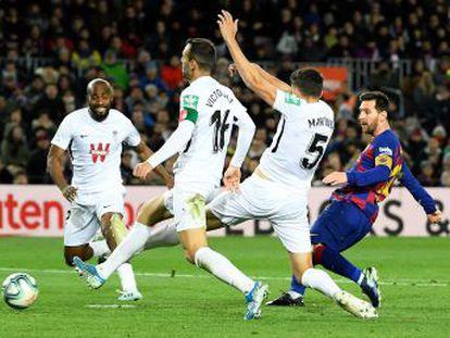 El Barcelona mejora su juego, personificado en Busquets, pero pierde remate, reducido a un gol del argentino en el estreno del técnico cántabro ante el Granada
