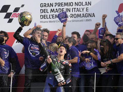 Fabio Quartaro celebra haberse convertido en Campeón del Mundo de MotoGP.