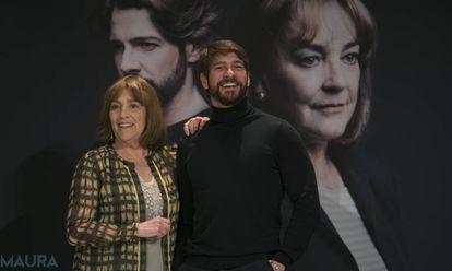 Carmen Maura y Félix Gómez en la presentación de la obra 'La Golondrina', en Madrid.