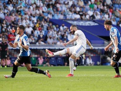 Karim Benzema marca el 2-1 al Espanyol en Cornellá el pasado 3 de octubre.