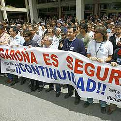 Los trabajadores de la central de Garoña se manifestaron ayer para exigir al Gobierno que continúe funcionando.