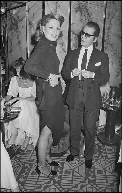 Ira De Furstenberg and Karl Lagerfeld durante una fiesta en el Regine de París en 1978.
