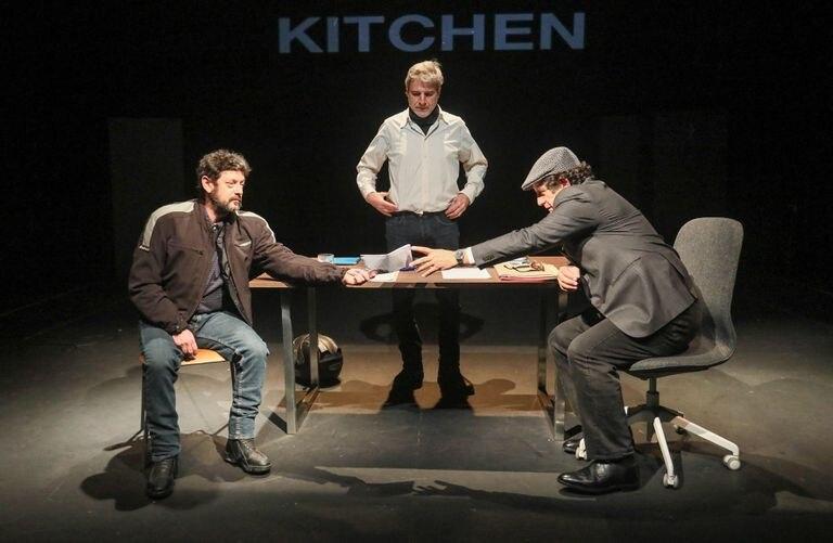 Manolo Solo, Alberto San Juan y Pedro Casablanc, en un ensayo de 'Kitchen' en el Teatro del Barrio de Madrid.