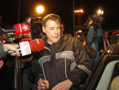 El expresidente madrileño Ignacio González, a su salida de la prisión de Soto del Real el 8 de noviembre.