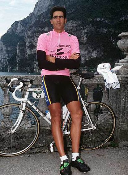 Miguel Indurain, con la <b>'maglia</b>' rosa en el Giro de 1992.