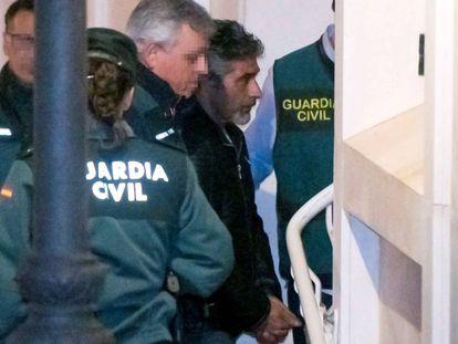 Bernardo Montoya, a su llegada a los juzgados de Valverde del Camino, en Huelva.