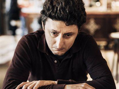 Jon Viar, en el Café Iruña de Bilbao.
