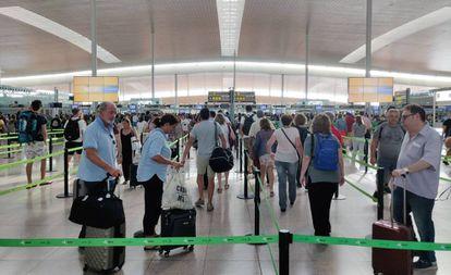 Control de seguridad en la T1 del Aeropuerto de Barcelona, el pasado sábado.