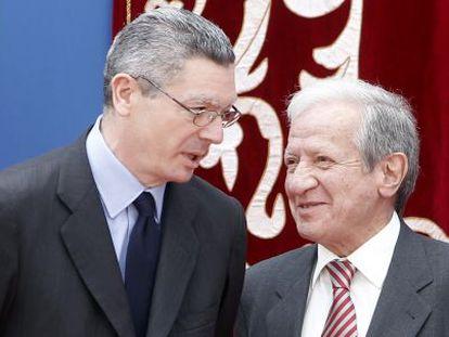 El ministro de Justicia Alberto Ruiz Gallardón y el presidente del Constitucional, Pascual Sala, el pasado 2 de mayo.