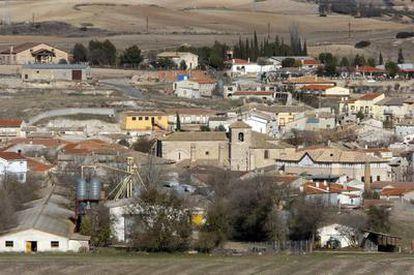 El municipio de Yebra tiene alrededor de 600 habitantes y está próximo a la nuclear de Zorita, cerrada en 2006.