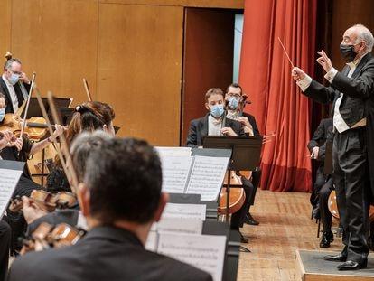 Momento del concierto de la Real Filharmonía en homenaje a López Calo.