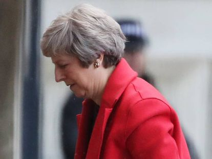La primera ministra de Reino Unido, Theresa May, llega este lunes a su residencia del número 10 de Downing Street