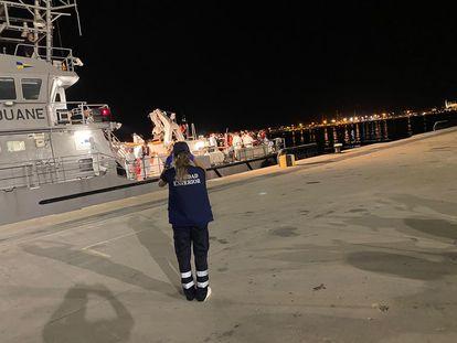 Imagen de archivo de llegada a puerto de una embarcación que traslada a migrantes llegados a Mallorca el pasado 22 de septiembre.