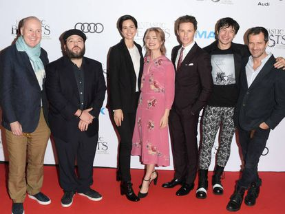 David Yates (i.) y el equipo de 'Animales fantásticos...', en la presentación del filme en Canadá.