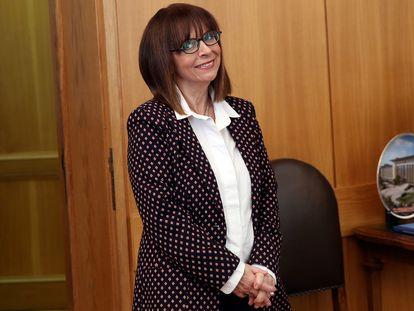 La presidenta de Grecia, Katerina Sakelaropulu, posa en Atenas el 22 de enero de 2020, el día que se votó su nombramiento.