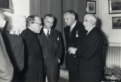 Con corbatas, Ángel Sanz Briz -el ángel de Budapest, que salvó a 5.200 judíos- y Albert Le Lay (condecorado).