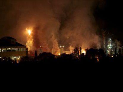 Quim Torra, que se ha desplazado a la zona, ha enviado un mensaje de tranquilidad sobre la nube de humo   No hay ningún elemento tóxico