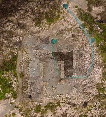 Vista cenital del templo púnico con los tres aljibes y su sistema de alimentación.