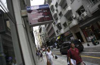 Vista de una casa de cambio en el centro de Buenos Aires.