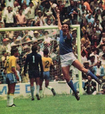 Boninsegna festeja su gol a Brasil en la final del Mundial de México 70, celebrada el 21 de junio de 1970.