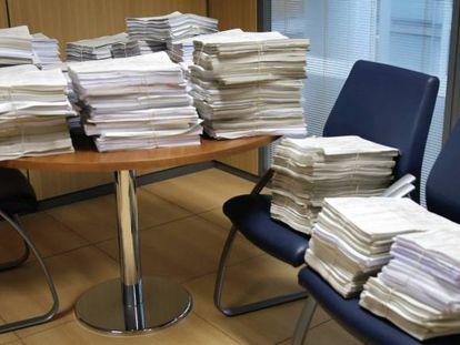 Casos sobre las cláusulas suelo almacenados en uno de los juzgados especializados, en una imagen de archivo.