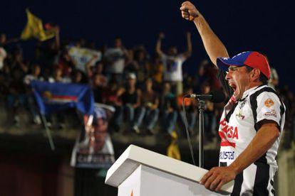 Henrique Capriles en un mitin en Barinas.