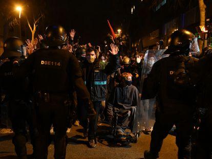 Unas 750 personas se manifiestan por el centro de Barcelona, según datos de la Guardia Urbana.