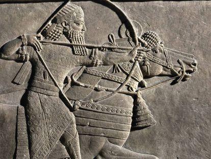 Relieve en piedra del palacio de Asurbanipal que representa una cacería dirigida por el rey asirio.
