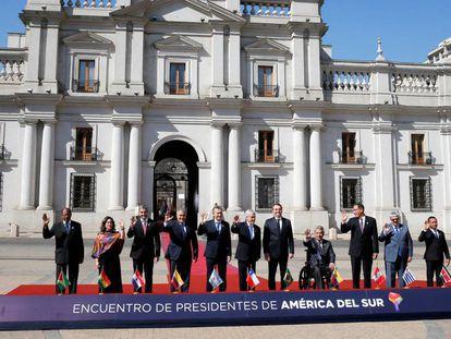 Foto de familia de los presidentes de Prosur, frente a La Moneda, en Santiago de Chile.