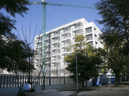 Edificio de vivienda pública del Ayuntamiento de Barcelona.