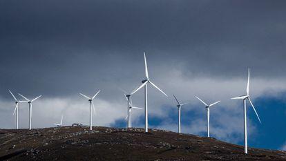 Molinos de viento en el municipio de Lubián, en Zamora.
