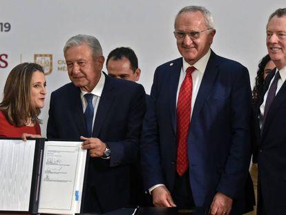 López Obrador con los tres negociadores del TMEC: Freeland, Seade y Lighthizer.