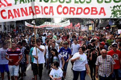La columna de usuarios y cultivadores en la ciudad de Córdoba.