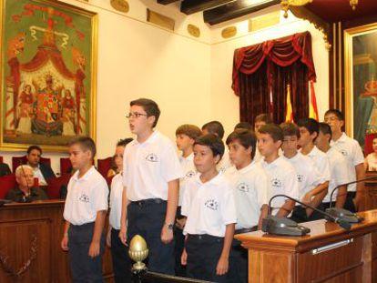 Los niños cantores del Misteri realizan la tradicional prueba de voces