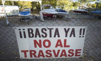 Cartel de protesta contra el trasvase Tajo-Segura
