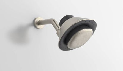 Cabezal de ducha con altavoz inteligente incorporado.