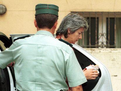 Dolores Vázquez, a su llegada al juzgado para escuchar el veredicto, en 2001.