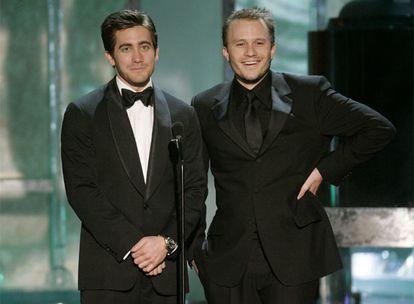 "Heath Ledger (derecha) y Jake Gyllenhaal, protagonistas de ""Brokeback Mountain""."