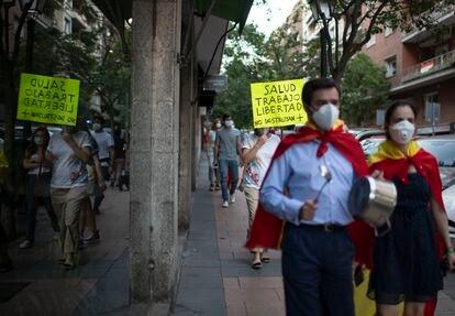 Las protestas contras las prórrogas del estado de alarma. Manifestación en la calle Núñez de Balboa, en mayo, contra el estado de alarma.