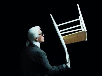 Equilibrio de Lagerfeld con la silla Superleggera de Gio Ponti.