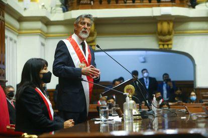 El presidente interino de Perú, Francisco Sagasti, durante su intervención en el Congreso peruano, este martes.