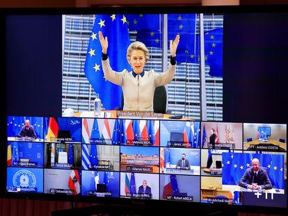 Ursula von der Leyen, durante su intervención en la cumbre europea por videoconferencia, en la sede del Consejo de la UE, este jueves en Bruselas.