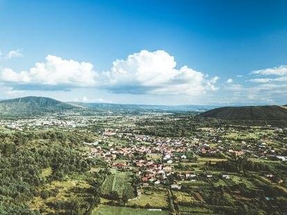 Vista panorámica de la comarca de Verín, donde brota el manantial de Cabreiroá, en la provincia de Ourense.