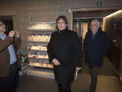 Puigdemont junto a Matamala, en una foto de archivo en un acto en Gante.